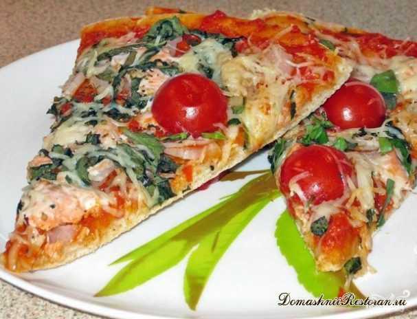 Пицца с красной рыбой