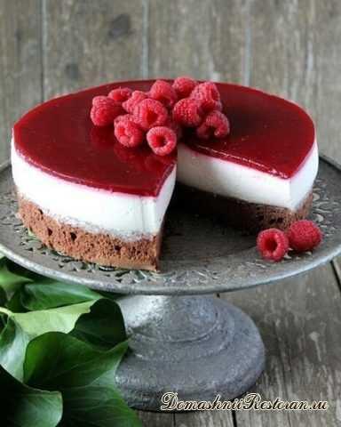 Шоколадный торт со сливочной Панна-Коттой и малиной