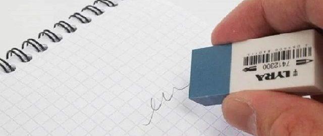 удаление надписи на листе бумаги